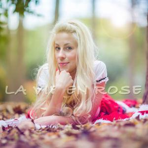 Daniela Bessia 安达 - La Vie En Rose
