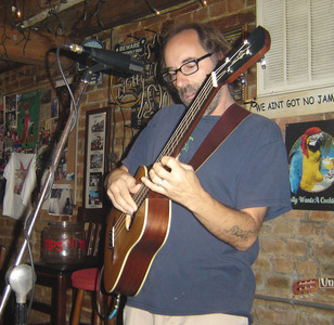 chris hardy & his 4-stringed little friend - same brain, different place